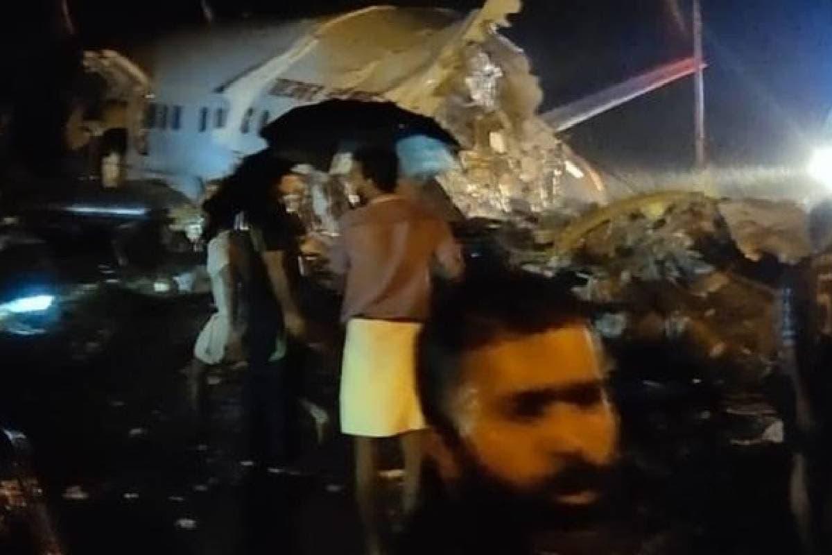 हे विमान रनवे वरून घसरल्यानंतर विमानाचे दोन तुकडे झाले आहेत. या विमानात 170 प्रवासी होते.