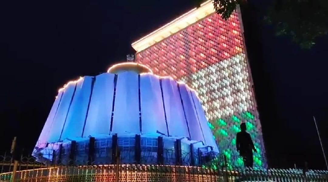 भारताच्या 73 व्या स्वातंत्र्यदिनानिमित्त महाराष्ट्राची राजधानीही तिरंगी रंगली आहे.