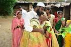 मुस्लीम मामा, हिंदू भाची! या फोटोनं जिंकलं महाराष्ट्राचं मन
