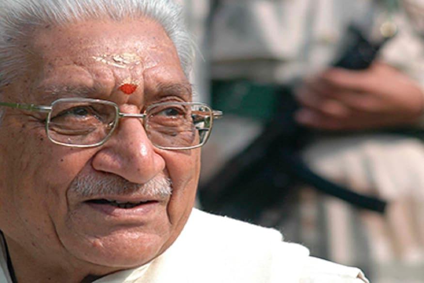 अशोक सिंघल – राम मंदिराचं आंदोलन शिखरावर नेण्यास अशोक सिंघल यांचं सर्वात मोठं योगदान आहे. विश्व हिंदू परिषदेचे दीर्घकाळ अध्यक्ष राहिलेल्या सिंघल यांनी गावपातळीपर्यंत आंदोलन येऊन त्याला व्यापक पाठिंबा मिळवला होता. समाजातल्या विविध घटकांचं समर्थनही त्यांनी आंदोलनाला मिळवलं. 2015मध्ये वयाच्या 89व्या वर्षी त्यांचं निधन झालं.