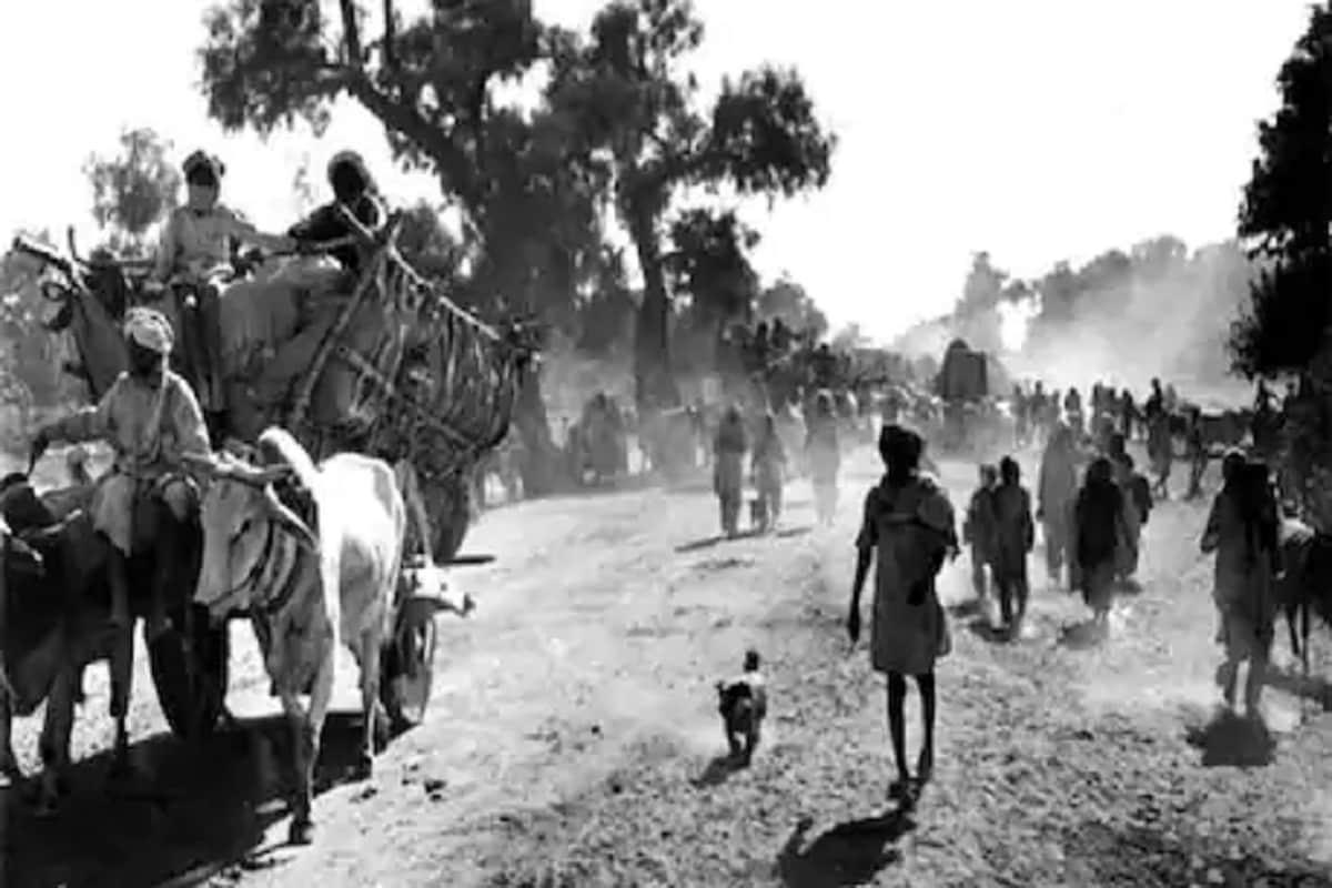 स्वातंत्र्य मिळण्याच्या फक्त दोन दिवस आधी भारताने सोविय युनियनसह मैत्री आणि जवळीक ठेवण्याचा निर्णय घेतला. या निर्णयामुळे हिंदुस्तानाला बळकटी मिळाली.13 ऑगस्ट 1947 रोजीजच फेडरल कोर्टचे चीफ जस्टिससर हरिलाल जेकिसुनदास कनिया भारताचे सरन्यायाधीश बनले होते. तर मुस्लिम समुदायासाठी हा आनदाचा दिवस होतो. 13 ऑगस्टनंतर एक दिवसांनी म्हणजे14 ऑगस्टला पाकिस्तान स्वतंत्र झाला होता.