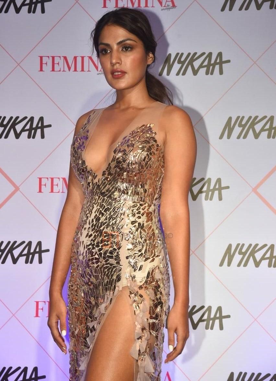 रिया चक्रवर्तीला आपल्या फिल्ममध्ये काम देणार नाही, असा निर्णय दिग्दर्शक लोम हर्ष यांनीघेतला आहे.