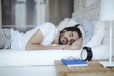 जेवल्यानंतर लगेच झोपण्याची सवय आजच सोडा; नाहीतर बळावतील अनेक आजार