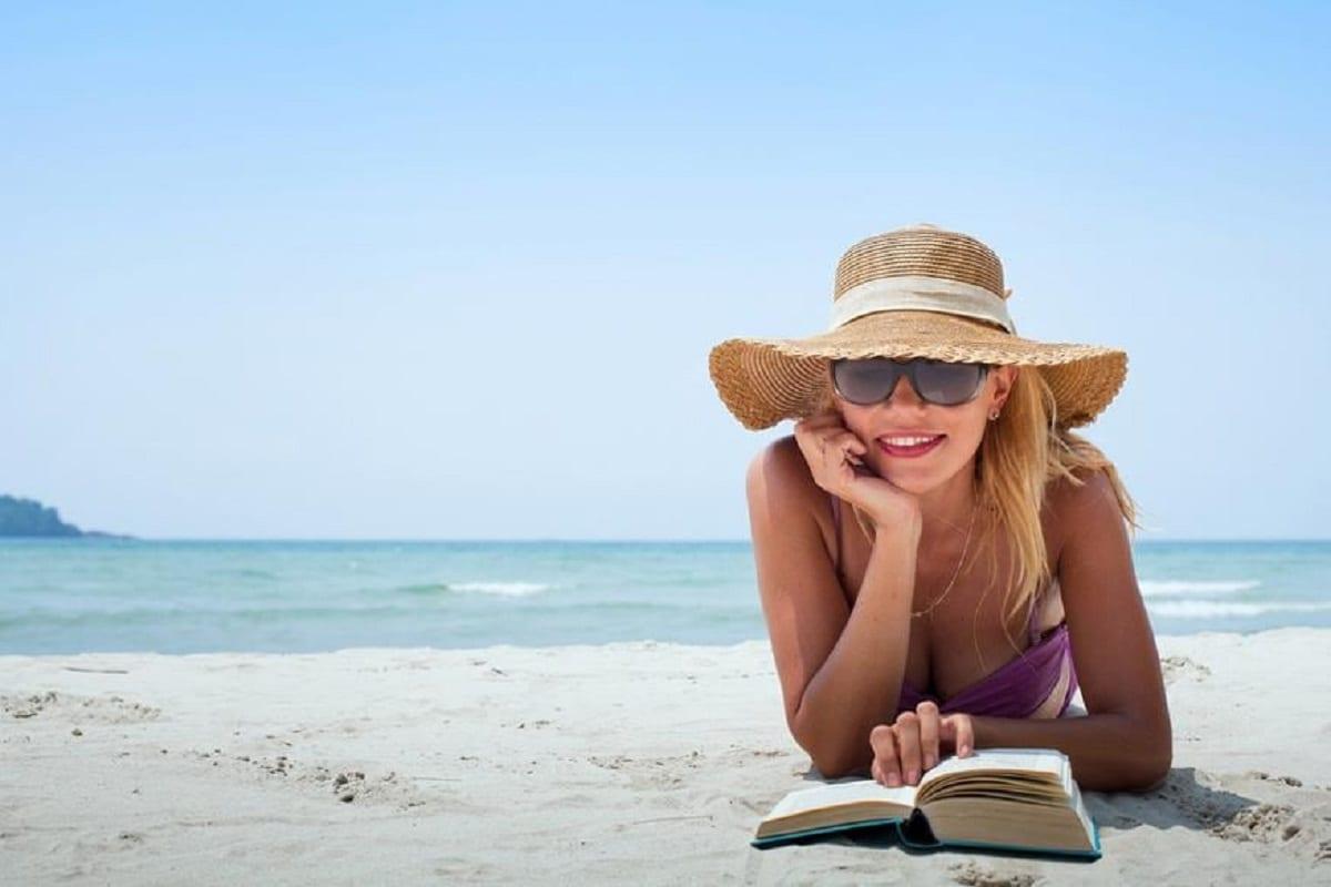 तीव्र सूर्यप्रकाश, सूर्याच्या अतिनील किरणांपासून त्वचा आणि केसांचं संरक्षण करा.