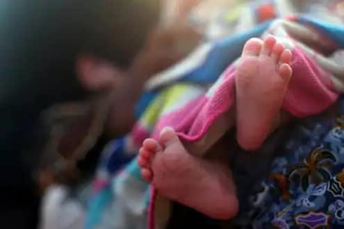 धक्कादायक! उपचारासाठी दारोदार भटकत राहिली गर्भवती, जुळ्याचा पोटातच मृत्यू