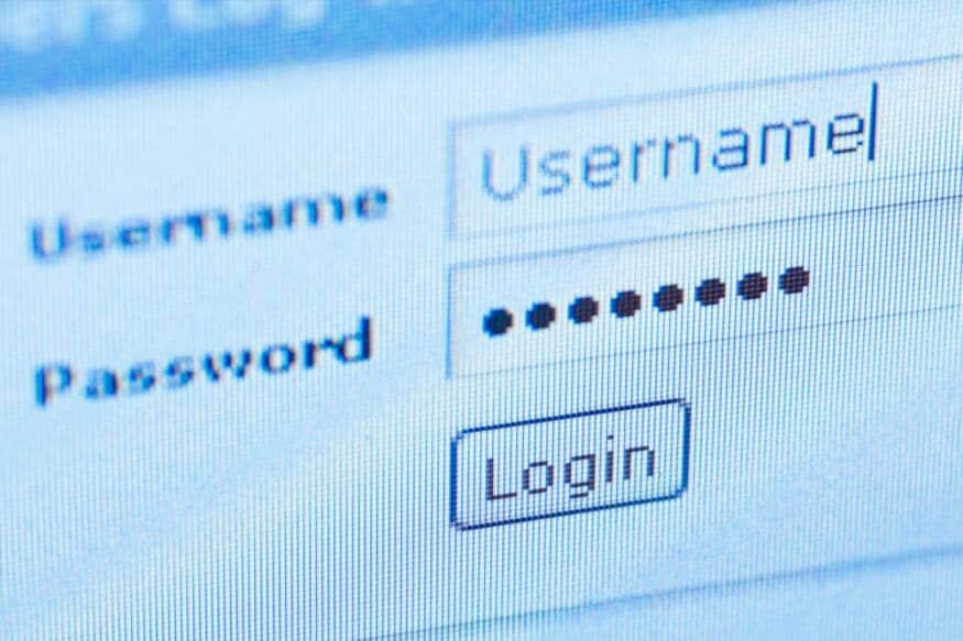 अंक, अक्षरं आणि स्पेशल कॅरेक्टर याचं एकत्रिकरण करून कायम पासवर्ड ठेवा. पासवर्ड जेवढा सोपा आणि सरळ तेव्हा लिक होण्याचा धोका जास्त असू शकतो हे विसरू नका. सर्वात महत्त्वाचे आपले पासवर्ड कुणालाही सांगू नका आणि शेअर करू नका.