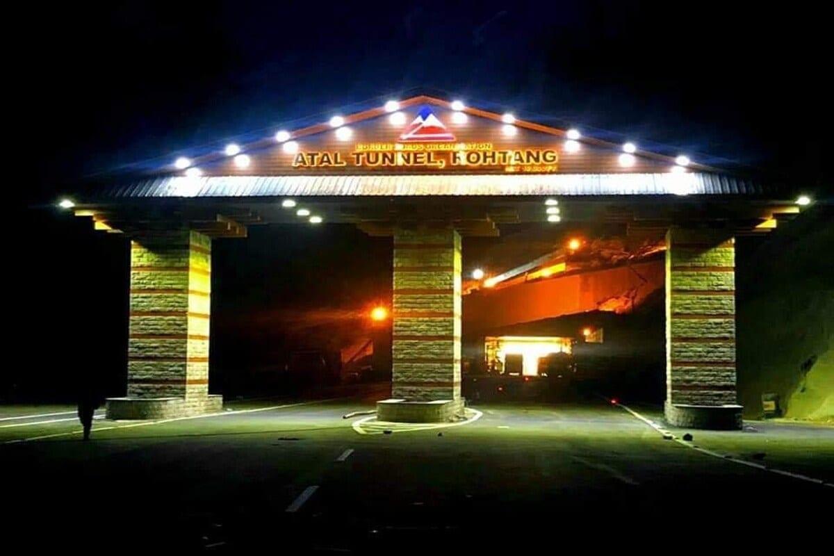 हिमाचल प्रदेशातल्या लाहौल-स्पीती जिल्ह्यात मनाली-लेह महामार्गावर सर्वाधिक उंचीवर देशातला सर्वात मोठा बोगदा तयार करण्यात आला आहे. BROच्या इंजिनिअर्सनी हा बोगदा तयार केला असून ते अतिशय आव्हानात्मक काम होतं.