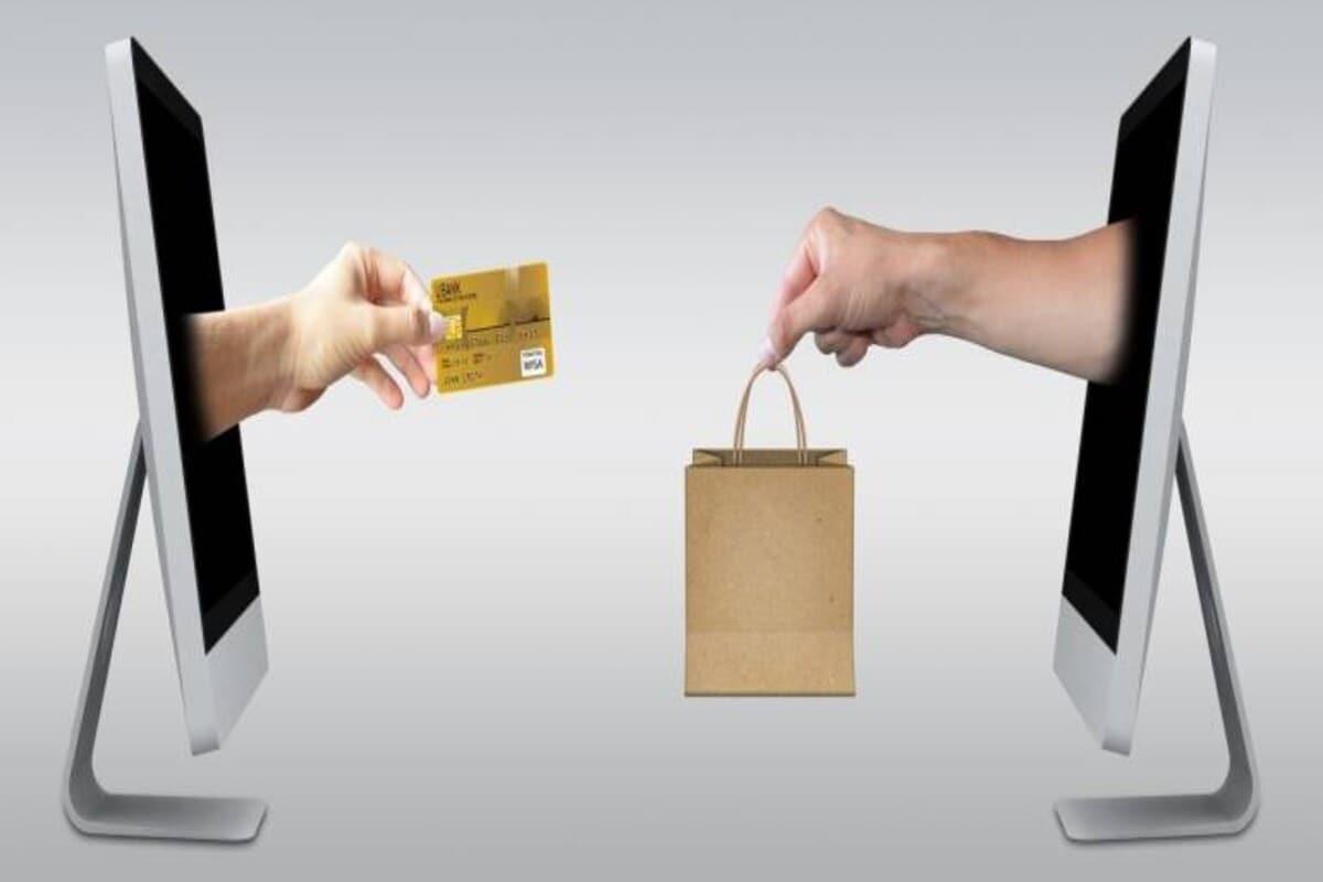 SBI ने अशी माहिती दिली की, तुम्ही तुमच्या कार्डद्वारे इंटरनॅशनल खरेदीची सुविधा सुरू ठेवायची असेल तर तुम्हाला 5676791 या क्रमांकावर INTL आणि पुढे तुमच्या कार्डवरील शेवटचे 4 अंक एसएमस करावे लागतील.