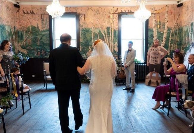 या लग्नाचे फोटो सोशल मीडियावर तुफान व्हायरल होत आहे.