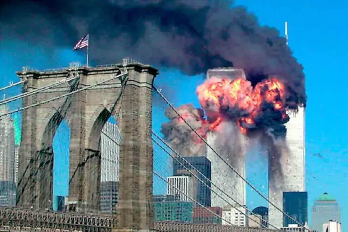 अमेरिकेसारख्या महासत्ता देशावर 19 वर्षांपूर्वी जगाला हादरून सोडणारी घटना घडली. 2001मध्ये अल-कायदाच्या 19 दहशतवाद्यांनी अमेरिकेच्या वर्ल्ड ट्रेड सेंटर, पेंटागॉन आणि पेनसिल्व्हानिया या महत्त्वाच्या इमारतींमध्ये एकाच वेळी दहशतवादी हल्ला केला.
