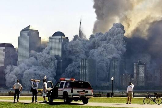 दहशतवाद्यांनी दोन प्रवासी विमानांना वर्ल्ड ट्रेड सेंटरच्या टॉवरवर धडक दिली. तिसऱ्या विमानाने पेंटागॉनवर हल्ला केला, तर चौथे विमान पेनसिल्व्हानियामध्ये कोसळले.