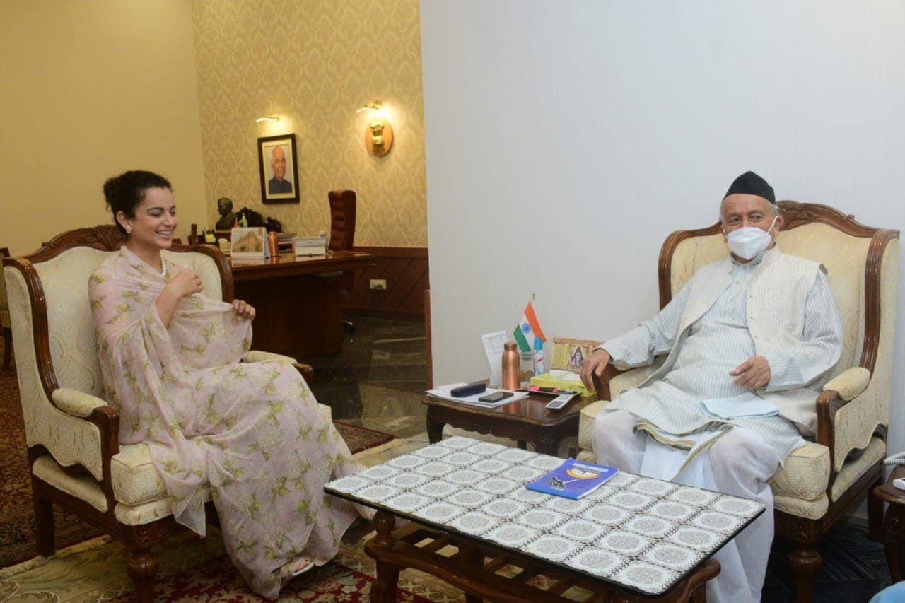 बॉलिवूड अभिनेत्री कंगना रणौत हिने महाराष्ट्राचे राज्यपाल भगतसिंह कोश्यारी यांची भेट घेतली आहे.