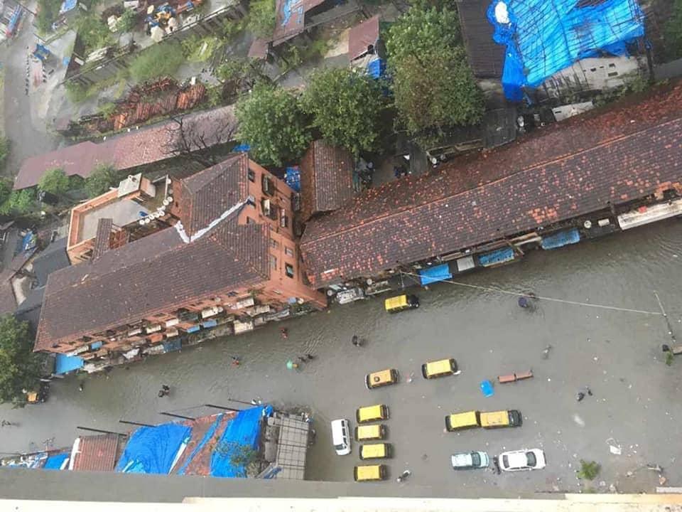 मुंबईत सर्वत्र अजूनही पाऊस जोरात आहे