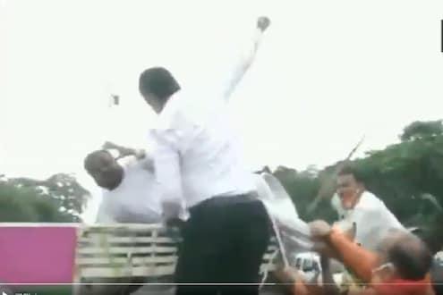 निवडणुकीची घोषणा होताच बिहारमध्ये राडा, भाजपच्या कार्यकर्त्यांनी भर रस्त्यात दिला चोप, पाहा VIDEO