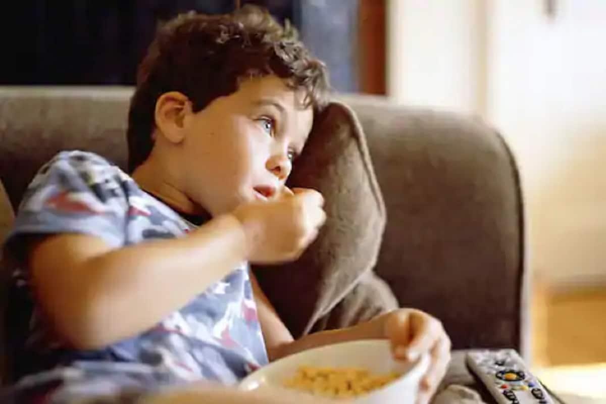 मुलांच्या वयाची पहिली दहा वर्षे पालकांनी त्यांच्या आहाराकडे नीट लक्ष दिलं, तर मुलांची वाढ चांगली होते.मुलं आजारी पडत नाहीत, त्यांची रोगप्रतिकारक शक्ती देखील वाढते. आहार योग्य नसला, तर अॅनेमिया होतो आणि बौद्धिक वाढ मंदावते. (फोटो सौजन्य -AFP Relaxnews)
