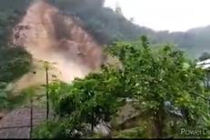 VIDEO : आक्रोश..एका क्षणात अख्खं गाव गेलं पाण्याखाली; पुरात दोघेजण गेले वाहून