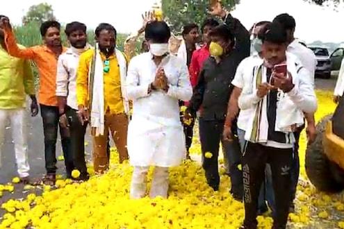 VIDEO : कोरोनामुक्त पडळकरांवर JCB तून उधळली फुलं; पवारांना कोरोना संबोधण्यावरून झाला होता वाद