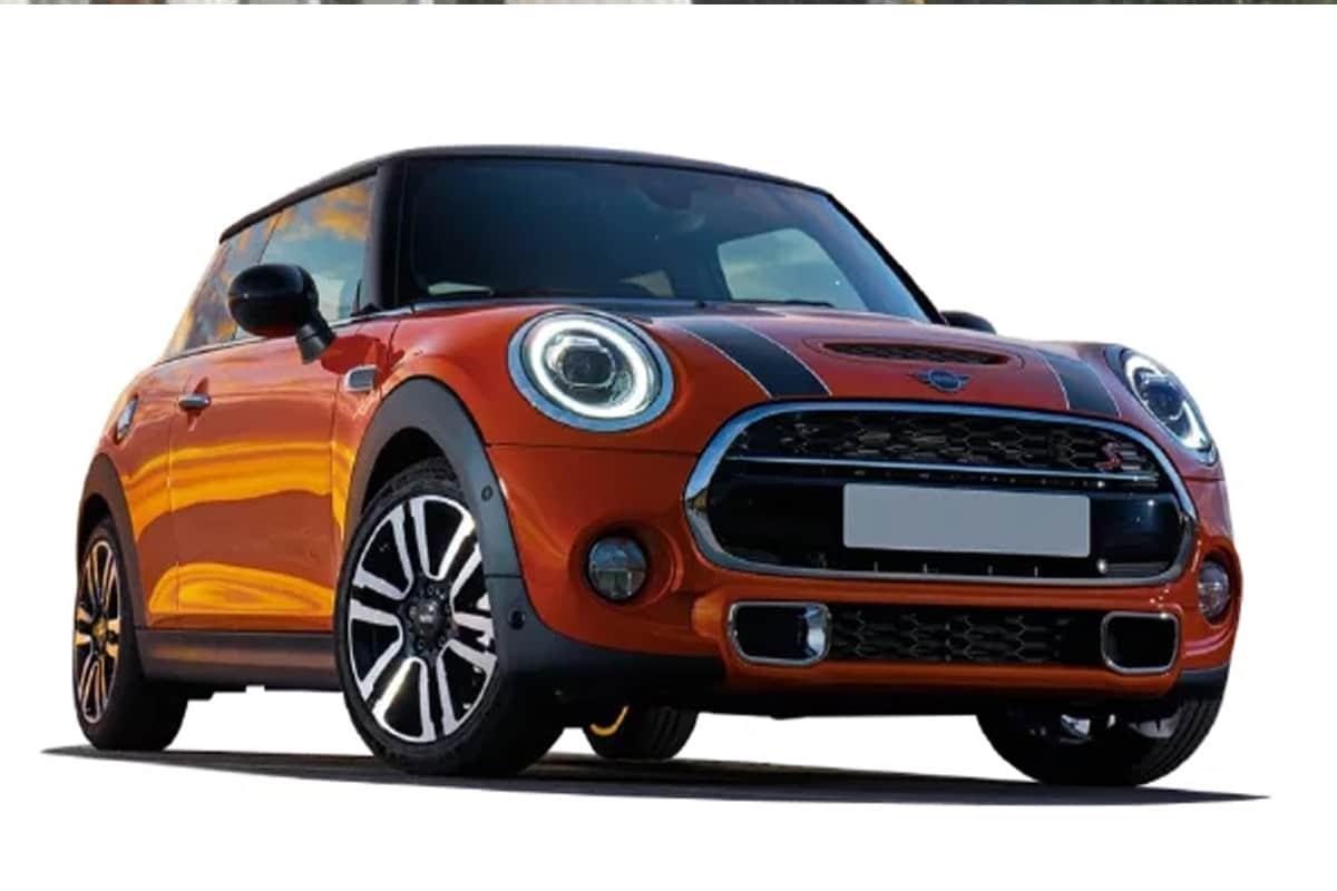 त्याच्याकडे Mini Cooper S, F10 BMW 530d आणि 525d, E46 BMW M3, Volkswagen Passat (फॉक्सवॅगन पॅसेट) X2 या गाड्या सुद्धा आहे.
