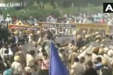 शेती विधेयकावरून पंजाबमध्ये उद्रेक, काँग्रेस कार्यकर्त्यांवर पाण्याचा मारा,VIDEO