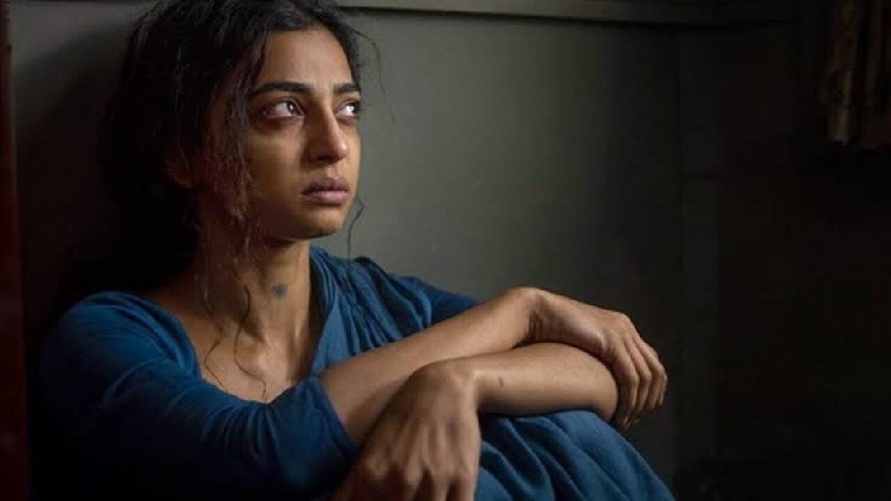 काही दिवसांपूर्वीच राधिकाची 'रात अकेली है' ही फिल्मही नेटफ्लिक्सवर रिलीज झाली. यामध्ये ती राधा म्हणून आहे, एका राजकीय नेत्याशी तिचं लग्न झालेलं दाखवण्यात आलं आहे.(फोटो सौजन्य - इन्स्टाग्राम)