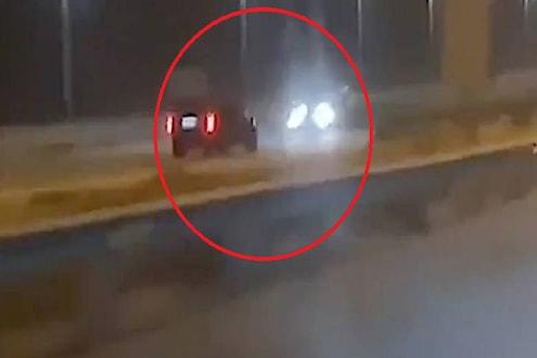 ...आणि अचानक ट्रॅफिकमध्येच बाईकने घेतला यू-टर्न, दोन गाड्यांचा केला चुराडा; VIDEO VIRAL