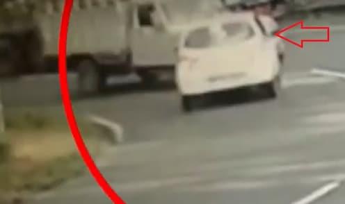 नागमोडी वळणावर ओव्हरटेक करायला गेला आणि घात झाला...अपघाताचा LIVE VIDEO