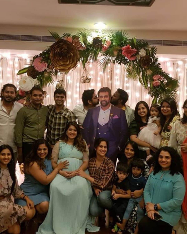 मेघनाने (Meghna Raj) आपल्या इंस्टाग्राम अकाउंटवरुन गर्भवती असल्याची गोड बातमी दिली होती. त्यावेळी तिने चिरंजीवीसोबतचा एक फोटोही शेअर केला होता.  (photo credit: instagram/@megsraj)