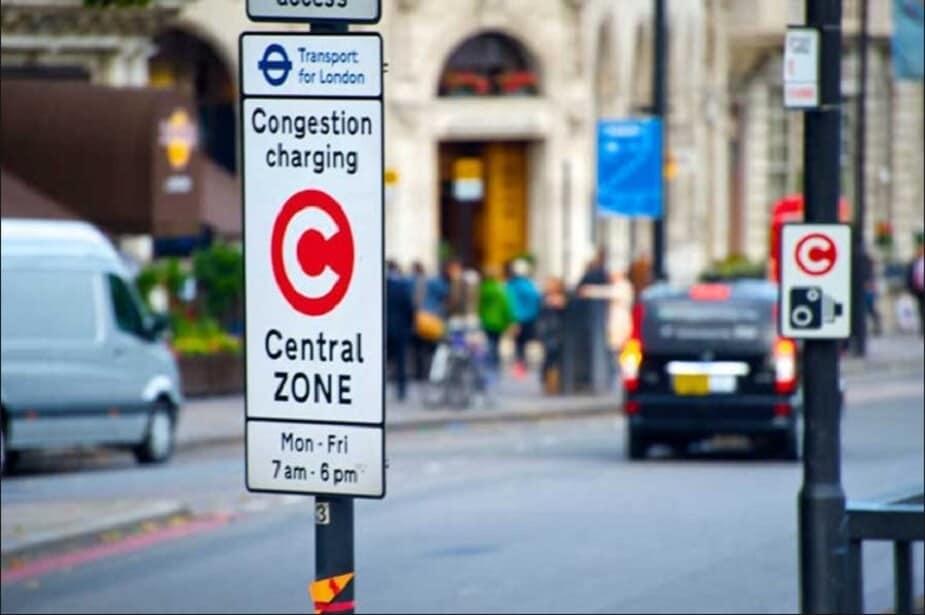 लंडन: लंडन हे शहर देखील 2020 पर्यंत सर्व डिझेल गाड्यांवर बंदी घालण्याची योजना आखत आहे. या शहरात डिझेल गाड्यांवर 12.50 डॉलर शुल्क आकारलं जातं. तसंच यूकेमध्ये डिझेल वाहनांच्या विक्रीवर बंदी घालण्यात आली आहे.