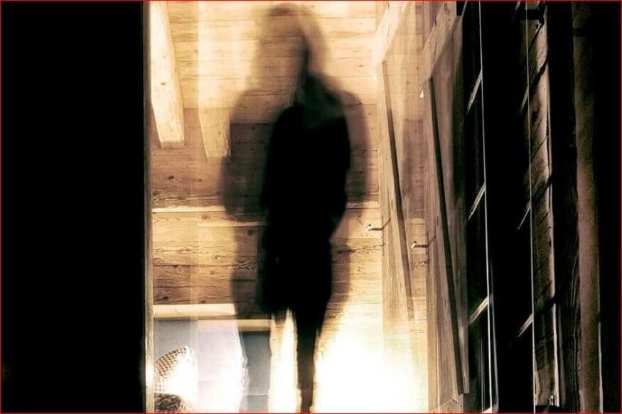 ही महिला अनेक वर्षांपासून भुतासोबत रिलेशनमध्ये होती. या महिलेनं तिची सुट्टी देखील भुतासोबत घालवली होती आता तिला हे रिलेशन तोडायचं आहे म्हणून ती ब्रेकअपही करणार असल्याचं सांगितलं आहे.