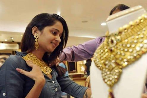Gold Price Today 26 October : दसऱ्याच्या दुसऱ्याच दिवशी सोन्याच्या दरात 5521 रुपयांची घसरण, पाहा आजचे दर