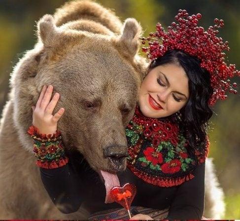 रशियातच नाही बर का तर संपूर्ण जगभरात या स्टिफनची चर्चा आहे. अगदी सोशल मीडियापासून ते जाहिरातींपर्यंत स्टिफन या अस्वलाची चर्चा होत आहे.