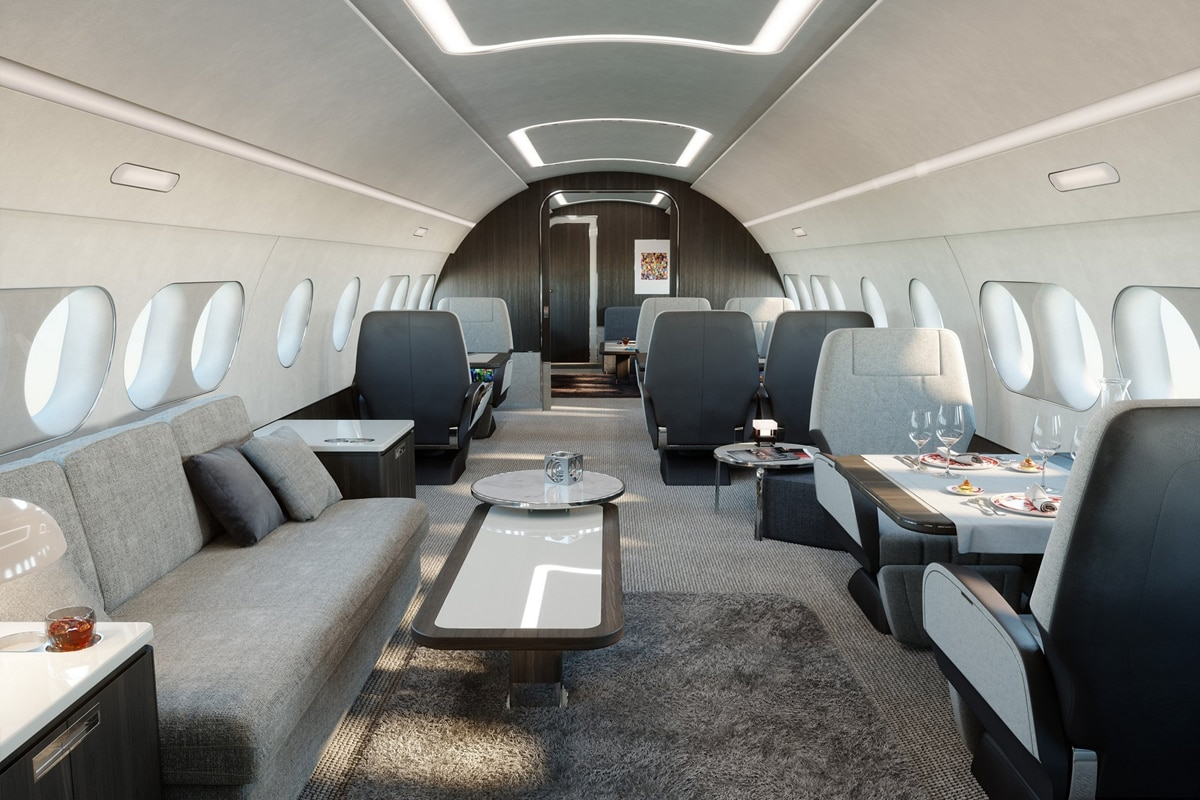 जर हजारो किमीचा विमान प्रवास तुम्हाला अगदी आरामात आणि तोही बेडवर झोपून करता आला तर? दचकू नका, आता तसे शक्य आहे. कारण एखाद्या फाईव्ह स्टार हॉटेललाही लाजवेल असे irbus ACJ 220 लाँच करण्यात आले आहे. (photo courtesy Airbus ACJ 220 )