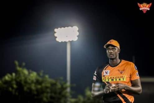 IPL 2020 : पहिल्याच मॅचमध्ये होल्डर चमकला, राजस्थानचं हैदराबादला 155 रनचं आव्हान