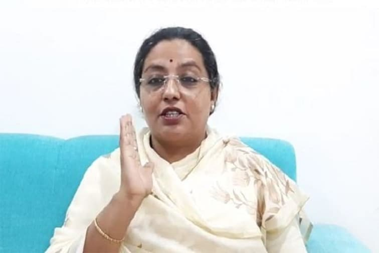 कोरोना लस मोफत! BJP चा चुनावी जुमला, काँग्रेसच्या फायरब्रँड नेत्या संतापल्या