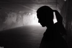 विनयभंगाची तक्रार दाखल केल्यानंतर आरोपीनं दिली धमकी, घाबरून तरुणीची आत्महत्या