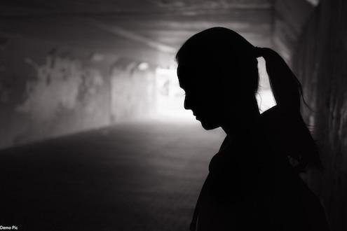 महाराष्ट्र हादरला! विनयभंगाची तक्रार दाखल केल्यानंतर आरोपीनं दिली धमकी, घाबरून तरुणीची आत्महत्या