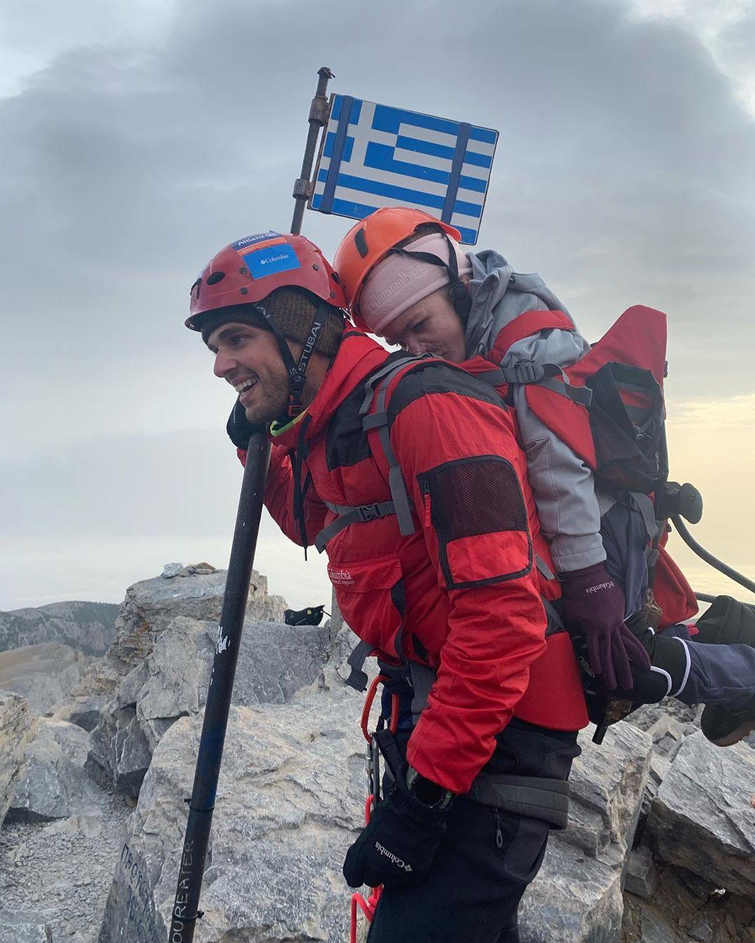 मीडिया रिपोर्टनुसार, 5ऑक्टोबर सकाळी9 वाजून 02 मिनिटांनी दोघंही Mount Olympusचं सर्वात उंच शिखरMount Mytikasवर पोहोचले.2,918 मीटर उंचीवरील शिखर त्यांनी फक्त दहा तासांत सर केल्याचं सांगतिलं जातं आहे.(फोटो सौजन्य - marios_giannakou/इन्स्टाग्राम)