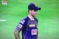 IPL 2020 : ...म्हणून क्रिकेटपटू दोन टोप्या घालून मैदानात दिसत आहेत