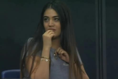 IPL 2020 : 'ते सुपरओव्हरचं सोडा, ही मुलगी कोण सांगा!' कॅमेऱ्यासमोर झळकलेल्या मिस्ट्री गर्लचं रहस्य अखेर उलगडलं