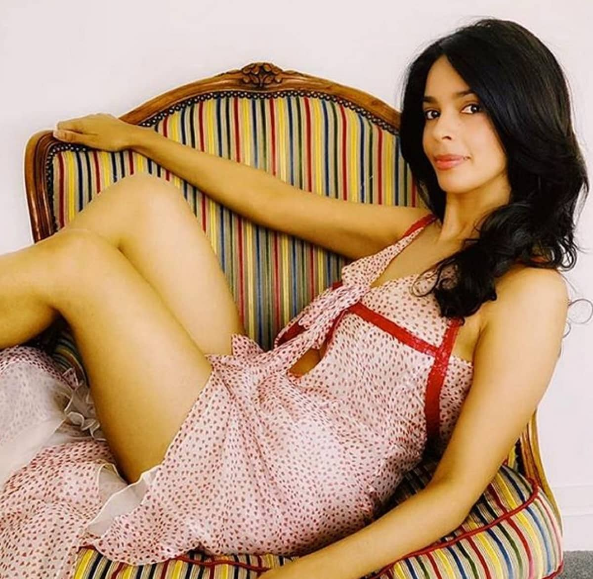 मल्लिका अशी पहिली बॉलिवूड अभिनेत्री आहे, जिने जॅकी चैनबरोबरही काम केले आहे. हिंदीबरोबरच तिने इंग्रजी आणि चिनी सिनेमातही काम केले आहे. (फोटो सौजन्य- इन्स्टाग्राम @mallikasherawat)