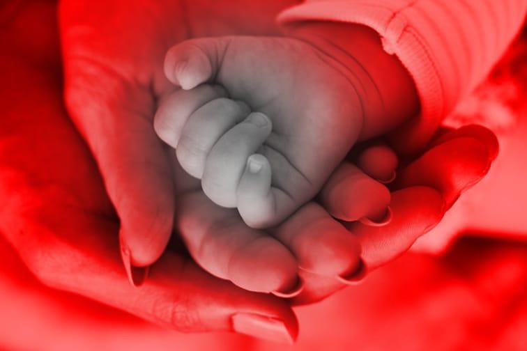 ..अजून तिने नीट डोळेही उघडले नव्हते, 41 तासांच्या बाळाचा आईनेच घोटला गळा