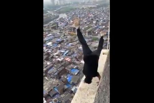 22 व्या मजल्यावर स्टंट करून मुंबईची झोप उडवणाऱ्या तरुणाला अखेर पकडले, VIDEO