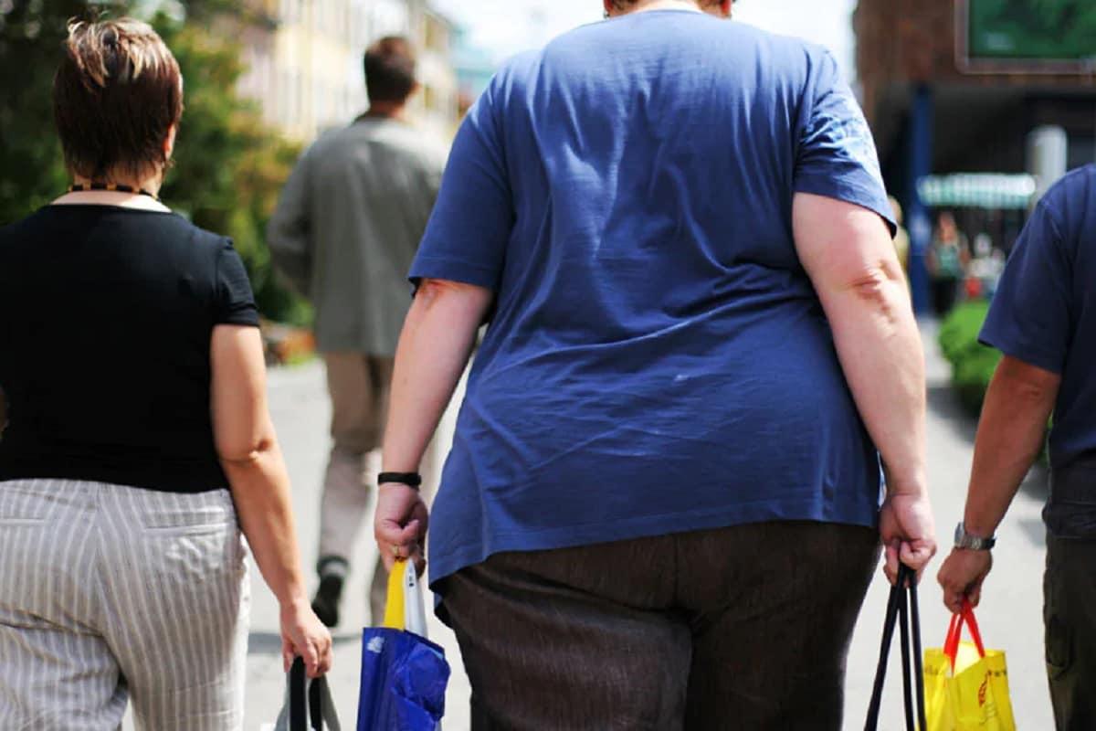 लठ्ठ किंवा जास्त वजन असलेल्या व्यक्तीने इतर व्यक्तींवर कोरोना लशीचा परिमाण होणार नाही, असं संशोधकांनी म्हटलं आहे.