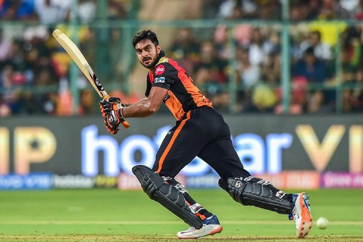 टीममधील स्टार ऑलराउंडर विजय शंकर (Vijay Shankar) टीममधून बाहेर गेला आहे. हॅमस्ट्रिंग इन्ज्यूरीमुळे विजय शंकर पूर्ण आयपीएलमधून बाहेर गेला आहे.