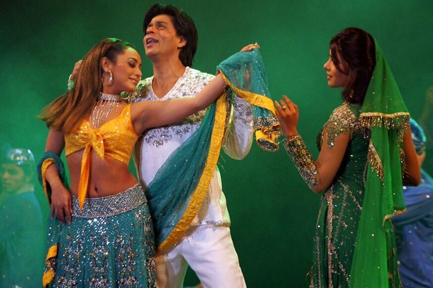 26 नवी दिल्लीमध्ये अपंग नागरिकांच्या मदतीसाठी आयोजित चॅरिटी कार्यक्रमात राणी मुखर्जी आणि प्रियांका चोप्रा यांच्यासोबत नृत्य करताना शाहरुख खान.  (Image: Reuters)