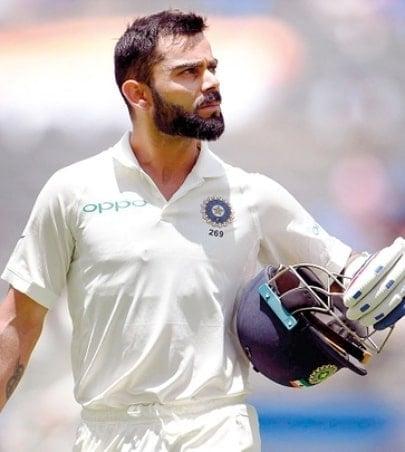 विराट कोहली हा एकमेव असा फलंदाज आहे, ज्याने टेस्ट क्रिकेटच्या इतिहासात सलग चार सीरीजमध्ये, चार दुहेरी शतक केले आहेत. 2016 ते 2017 दरम्यान 4 टेस्ट सीरीजवेळी त्याने हा कारनामा केला. त्याआधी सर डॉन ब्रॅडमॅन आणि राहुल द्रविड यांनी हा कारनामा तीन-तीन सीरीजमध्ये केला होता. (@imviratkohli)