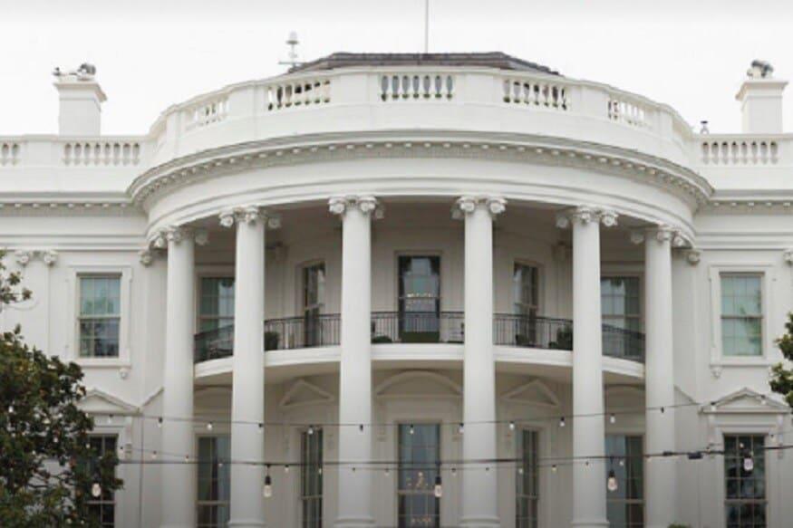 प्रत्येक अमेरिकन राष्ट्राध्यक्षासाठी व्हाईट हाऊस हे त्यांचे अधिकृत निवासस्थान आहे. 1792 मध्ये सर्वांत आधी अमेरिकन राष्ट्राध्यक्षाला हे देण्यात आलं होतं. यामध्ये सहा मजले असून १३२ खोल्या आहेत. याचबरोबर विविध प्रकारचे कक्षदेखील असून टेनिस कोर्ट आणि स्विमिंग पूलदेखील आहे. त्याचबरोबर 51 सिट्सचं एक थिएटर असून या ठिकाणी विविध चित्रपटांच्या प्रदर्शनाबरोबरच अन्य कार्यक्रम देखील होतात.