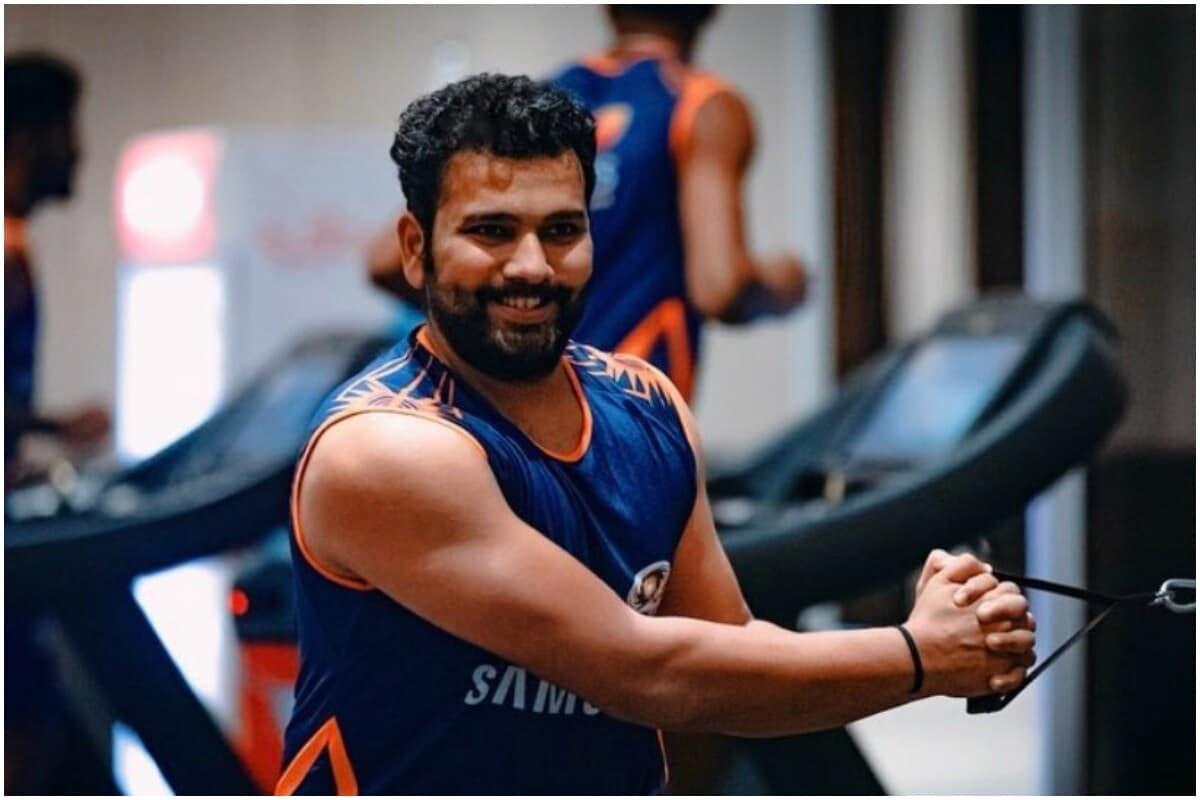 रोहित शर्मा (Rohit Sharma) आयपीएल (IPL 2020)च्या काही मॅच दुखापतीमुळे खेळू शकला नव्हता. पण मुंबई (Mumbai Indians)च्या टीममध्ये रोहितचं पुनरागमन झाल्यामुळे बीसीसीआय (BCCI)च्या अपेक्षाही वाढल्या आहेत. त्यामुळे रोहित चार्टर्ड विमानाने 11 नोव्हेंबरला ऑस्ट्रेलियाला जाऊ शकतो.