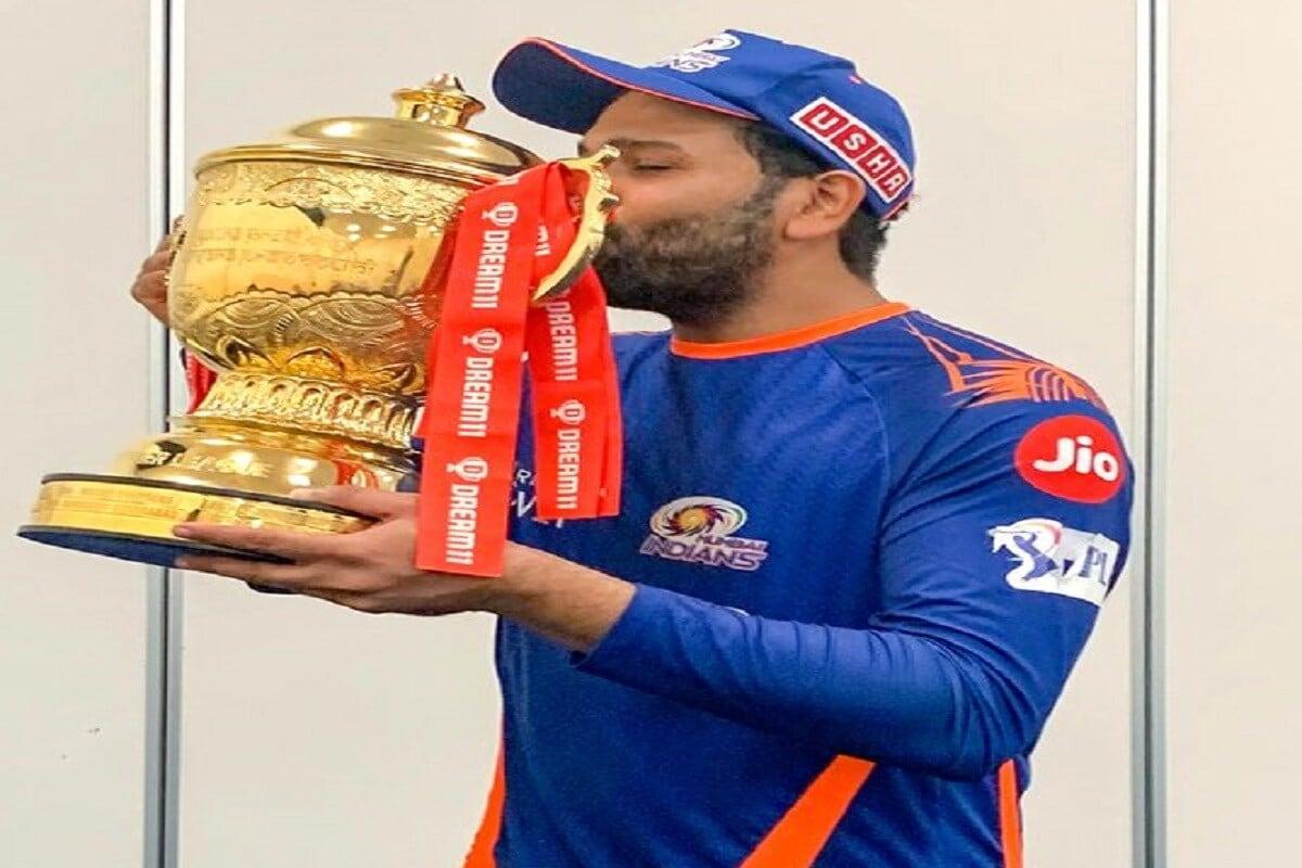 रोहित शर्माने फायनल मॅचमध्ये केलेल्या अर्धशतकामुळे मुंबईने पाचव्यांदा आयपीएल स्पर्धा जिंकली. पहिल्या पाच वर्षांत मुंबईला एकही आयपीएल जिंकता आली नव्हती, तर पुढच्या 8 वर्षात मुंबईने 5 वेळा आयपीएल ट्रॉफीवर आपलं नाव कोरलं. (Mumbai Indians Twitter)
