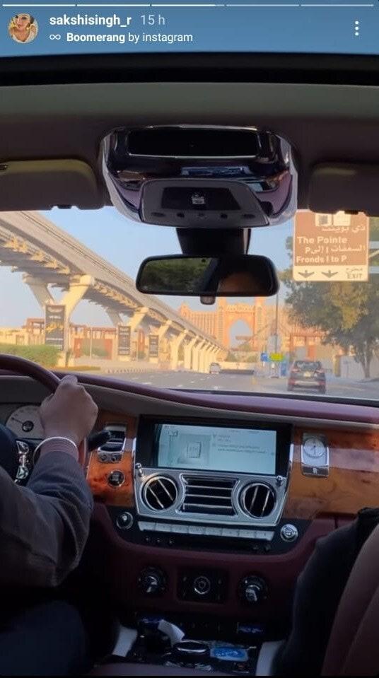 साक्षीने या फोटोंमध्ये कुठेही ठिकाणाचा उल्लेख केलेला नाही, पण हे फोटो बघून ते दुबईमध्ये गेल्याचा अंदाज बांधला जात आहे.